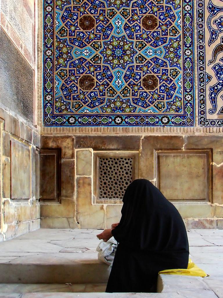 old-woman-burka-praying1